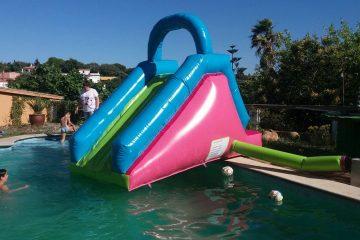 alquiler de castillo hinchable acuatico en malaga